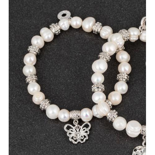 Apyrankė drugelis pasidabruota su natūraliais perlais