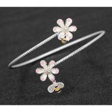 Apyrankė pasidabruota bitutė su gėlyte
